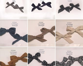 Pigtail bow sets on clip