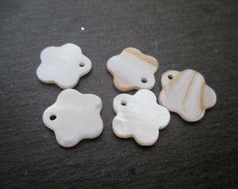 Mother of Pearl: 5 sequins flower 15 mm