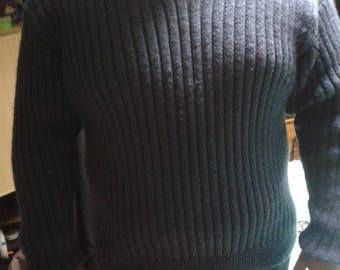 """V"" dark blue collar man sweater"
