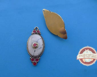 Pendant tibet nepal red and white metal brass oval 18x37mm