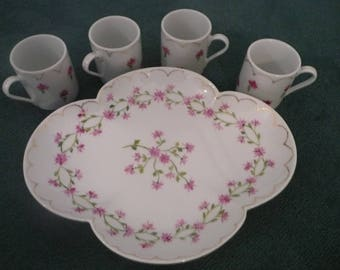 4 coffee cups and tray 4 lobes, Marie-Antoinette pattern: hand painted porcelain