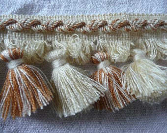 French vintage haberdashery : galon à franges with small pompons