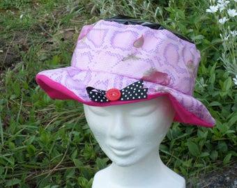 chapeau de pluie créateur lin'eva noir et rose doublé d'un coton rose