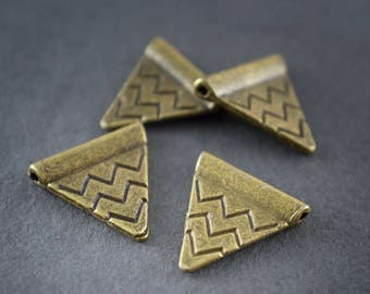 4 pcs - silver metal spacer, flat, triangles, chevrons 14mm bronze • •