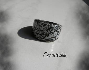 Black and white round ring.