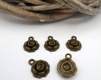 5 flowers reliefs bronze metal charms