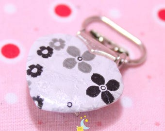 Strap and white patterned pacifier clip black and grey flower shape of heart from 20mm