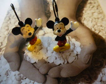 Mickey Mouse friend of large and small earrings