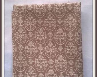 Coupon 50x55cm Tilda Bird Oranement white fabrics on grey
