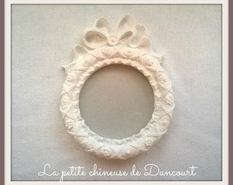 Decorative plaster round frame with Ribbon