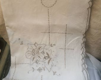 Vintage Embroidered/cut out linen tablecloth approx 120cm x 120cm