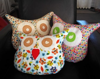 Family of 3 owls pillows sizes and different fabrics but same theme