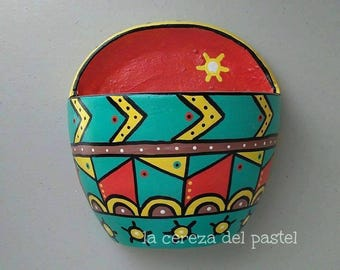 Clay pot painted to hand