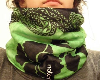 Snood 100% recycled green and black pattern