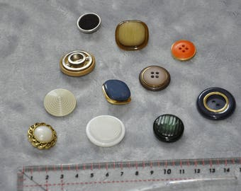 10 buttons all different for jacket - vintage - good condition