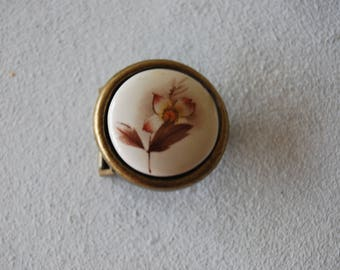 Small round buckle, printed polymer flowers.