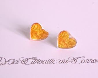Yellow textured pattern Mini heart ear studs
