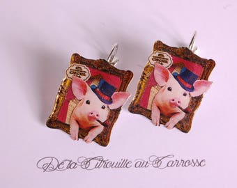 Earrings pig of circus ringmaster