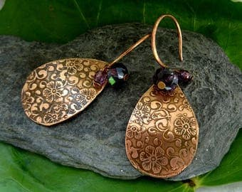 the acid etching is earrings handmade metal copper oxidized and brushed floral baroque