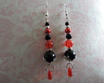 Nice pair of dangling earrings, red and black