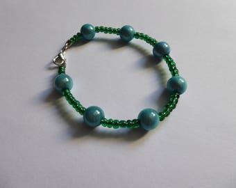 Bracelet green beads and bright turquoise beads