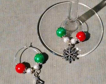 2 pretty glass jewelry at foot for your Christmas table