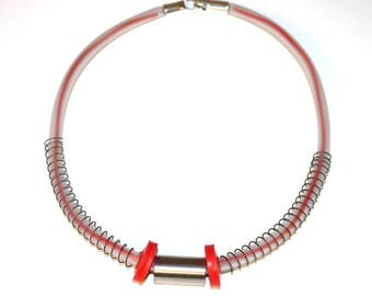 Wires and recycled pipe red necklace