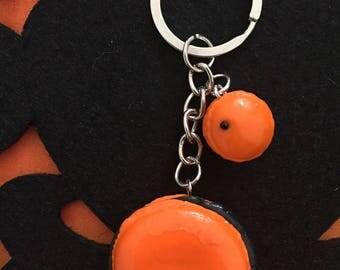Halloween macaroons keychain