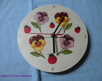 """A round clock wood """"thoughts"""""""