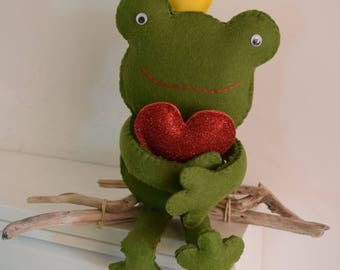 The frog King with Crown and heart