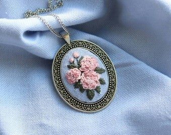 Romantic embroidery necklace