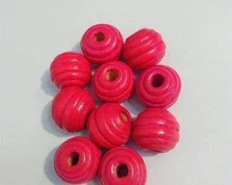 Set of 10 hot pink wooden round beads