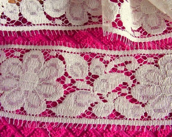 Antique lace from Calais in-between cream 6 cm in width for inlay