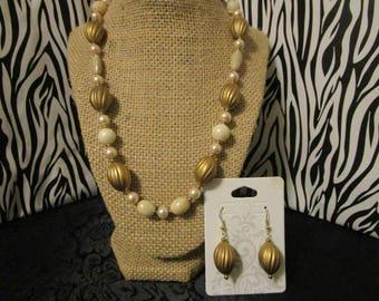 Beige Necklace& Earrings Set