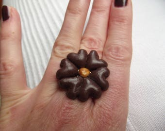 Ring made of 6 hearts chocolate color