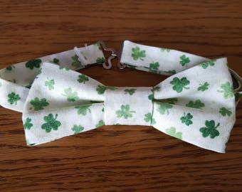 Shamrock print adjustable pre-tied Bow Tie