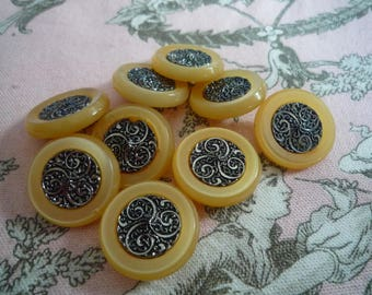 4 beautiful buttons couture beige 2.20 cm diameter