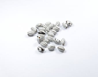 PE234 - Set of 25 black and white wooden beads