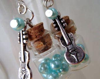 Earrings turquoise beads and metal violin mini-fioles