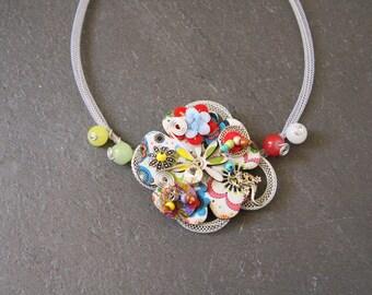 Necklace original colorful flower & charm