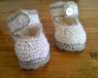 WHITE BABY BOOTIES HAND KNITTED 3 MONTHS