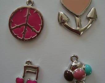4 charms in shades of pink