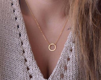 Simple gold circle necklace
