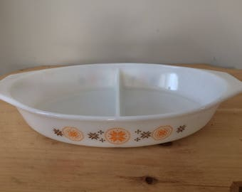 Vintage 1960's Pyrex Casserole Dish / 1.5 Quart / White, Orange & Brown Town and Country Pattern / Divided Dish