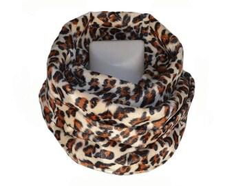 Snood double motif léopard en fausse fourrure