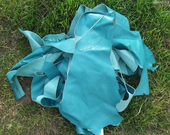 Lot of 400 g of bluish green color lambskin leather scraps