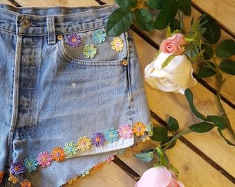 Floral Detailed Vintage Levi Shorts