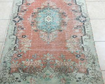 Hand made Turkish rugVintage Rug pale colour Hand made carpet 7x4.5ft)