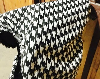 Houndstooth saddle cover