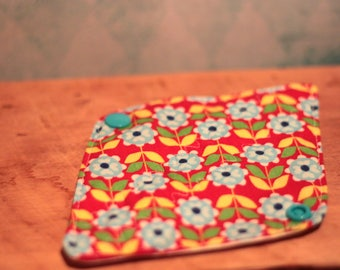 Protects Oekotex, eco friendly washable pad washable slip, zero waste, reusable. Bamboo, PUL, cotton red flower